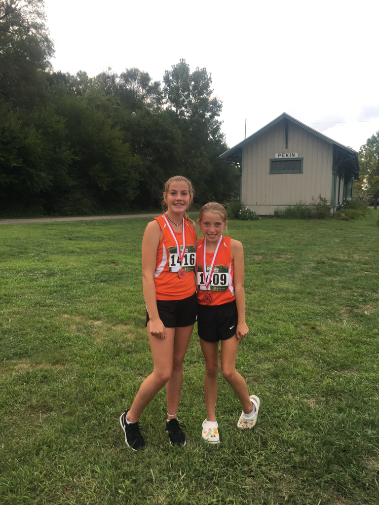 Addie and Jayne at Pekin Mini Illini Meet
